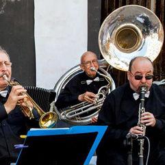 Happy Play Dixieland Band
